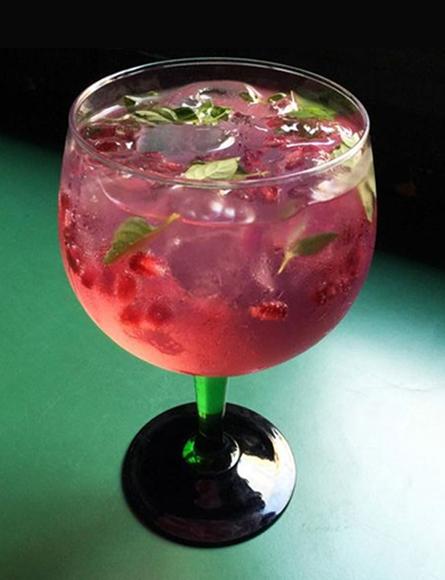 gin-tonica-cor-de-rosa
